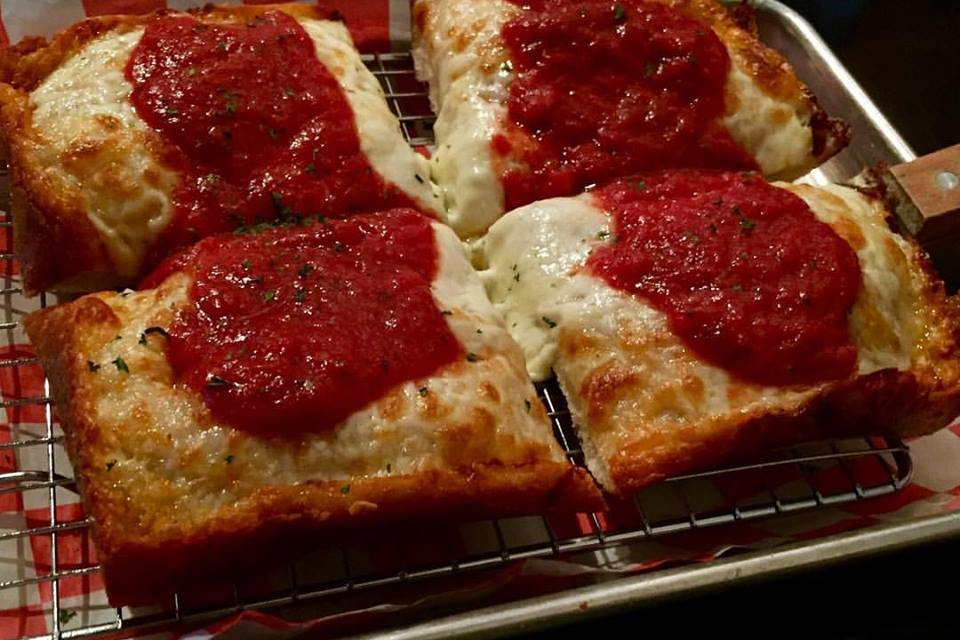 Rooftop Pizza Brings Detroit Style Pizza to Columbia